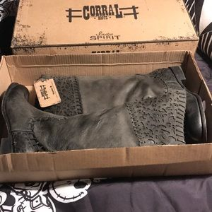 Corral Black Laser Collar Boots Size 9